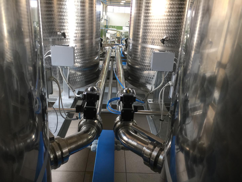 tubazione inox automatizzata per lo scarico olio al servizio della linea di imbottigliamento